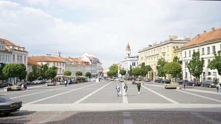 Литва : Vilnius, Lithuania. May 2019. A time lapse view of people walking in town hall square Стоковые видеозаписи