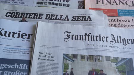 hlavní stránka : Frankfurt am Main, Germany. June 29, 2019. Some international newspapers on a wooden table Dostupné videozáznamy