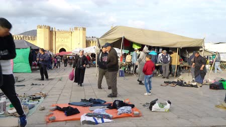 марокканский : Fes, Morocco. November 9, 2019. the outdoor clothing market in the outdoor clothing market in Boujloud square
