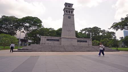 способствовать : Singapore. January 2020. A view of The Cenotaph monument in Panang. Стоковые видеозаписи