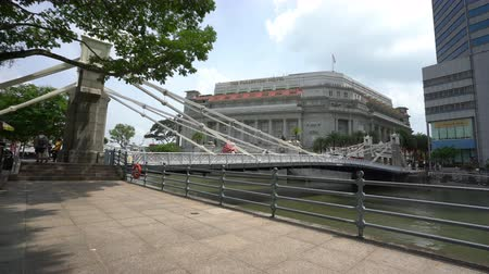 the suspension bridge : Singapore. January 2020. The historic Cavenagh Bridge over the Singapore River