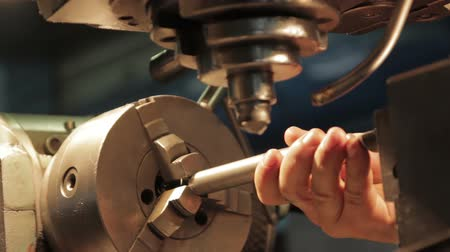 grawerowanie : Old school retro machine-tool being operated
