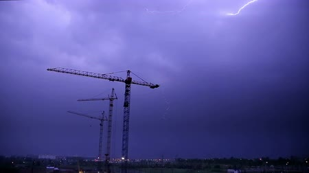 oŚwietlenie : Stormy Sky and Lighnings over Night Construction HD