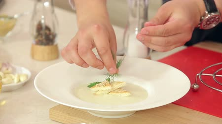 sýr : Chef is Putting Dill, Parsley, Salt and Pepper in a Plate with Cream Soup, Crispy Toasts and Grated Cheese HD