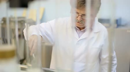 genética : Nutrition laboratory, scientist at work