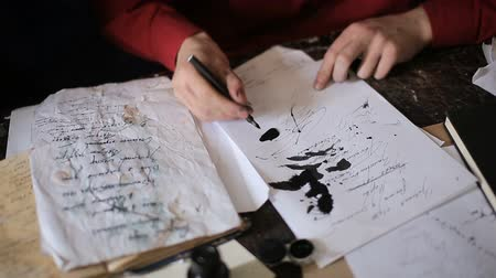 artistas : Artist is writing a letter