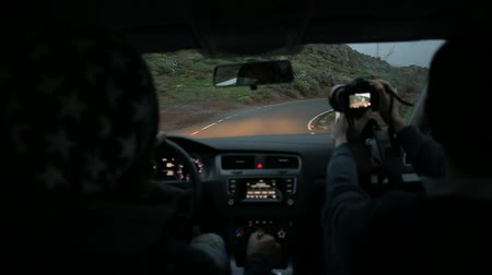 yılantaşı : Driving a car on the mountain road Stok Video