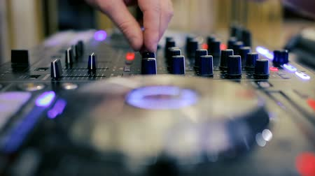 knob : Hands of a Disc Jockey on the Professional Mixing Controller