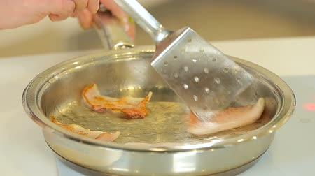 engorda : Frying bacon slices in a pan Stock Footage