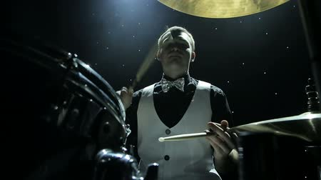 oturum : Drummer playing the drums