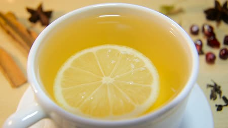 bule : Cup of tea with lemon