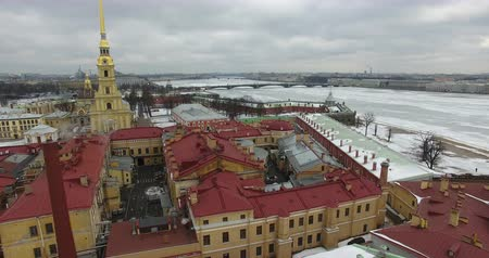 neva river : Aerial view. Flying along the river Neva in winter overcast cold weather. Bridge over the river Petersburg. The height of the birds flight over the frozen river. Stock Footage