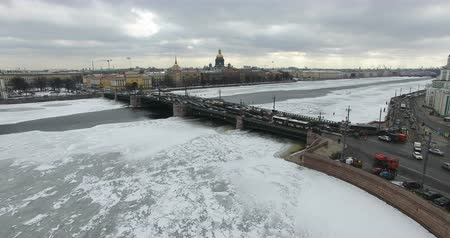 Aerial view. Flying along the river Neva in winter overcast cold weather. Bridge over the river Petersburg. The height of the birds flight over the frozen river. Wideo
