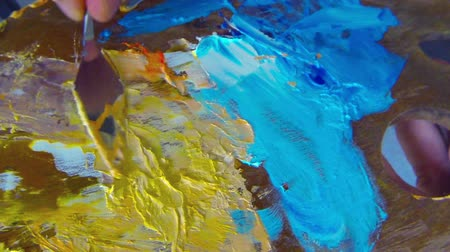 paleta : Oil colors mixing on palette by palette knife. Oil colors painting abstract art background Wideo
