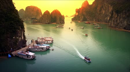 Вьетнам : Vietnam Sea View of Halong bay Unesco heritage site. Amazing sunset landscape HD video footage