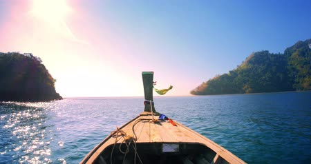 путешествие : Summer vacations in Thailand. Boat journey to tropical island at sunset Стоковые видеозаписи