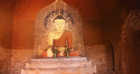 helyek : Statue of Buddha inside in ancient Buddhist temple in Bagan, Myanmar Burma