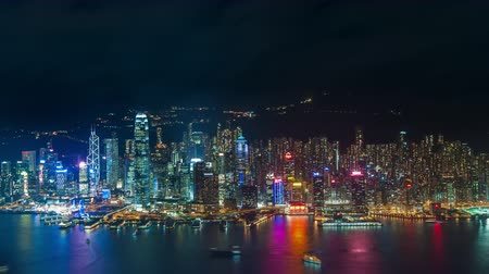 panorâmico : Hong Kong at night time lapse. Panoramic island view with reflection of city lights