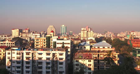levantar : Panoramic view of Yangon, Myanmar at sunrise with moving shadows and sun light on buildings and rooftops because of rising sun Vídeos