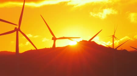 młyn : Rays of sun at sunset and rotating wind power generators - wind mill turbines Wideo