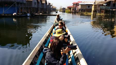 путешествие : Inle lake floating village boat tour journey, tourist attraction Стоковые видеозаписи