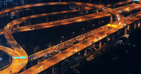 auto estrada : Cars move fast on highway at night