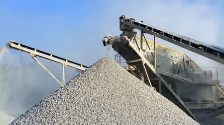ремень : heavy machinery of gravel production in quarry. Stones breaking factory with pit and moving conveyor belt loading crushed stones. Burma, Myanmar