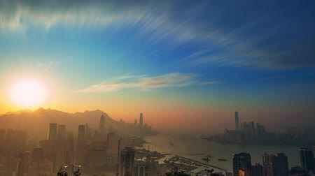 napsütéses napon : Day to Night city skyline timelapse of Hong Kong Victoria harbor
