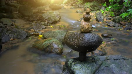 баланс : Peaceful and calm nature background of stone balance in asian zen garden