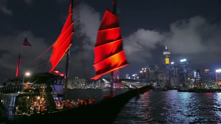 барахло : Traditional wooden cruise ship with red sails on tourist tour trip in Hong Kong
