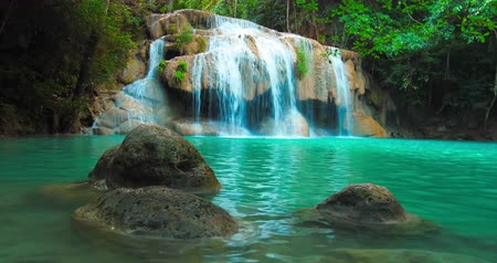 tavacska : Beautiful waterfall cascade and natural pond with blue water in jungle forest Stock mozgókép