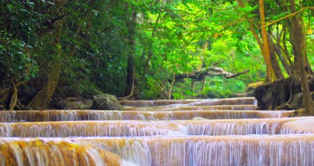 Канчанабури : Relaxing scenic nature 4K background. Waterfall cascades in wild tropical forest