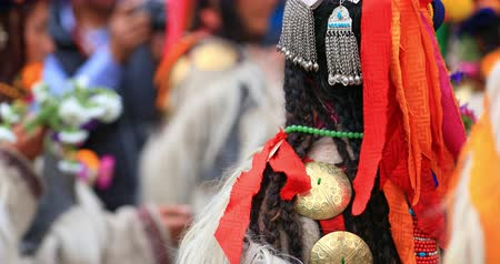 племенной : Local Ladakh woman in traditional costume dances during festival. India travel