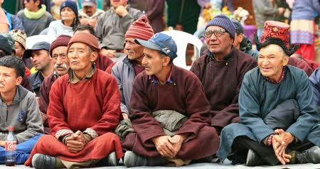 zelândia : Ladakh tribal people watching dance performance during festival in Himalaya