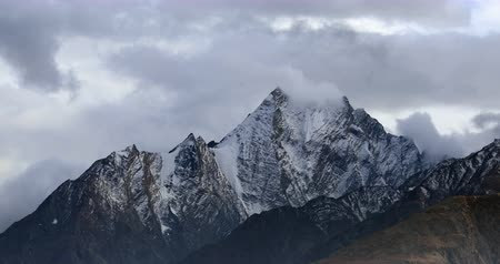 tibet : High mountains of Himalaya range. Extreme beautiful nature Stok Video