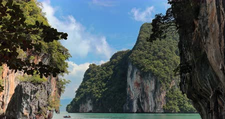 лодки : Thailand nature landscape of islands in lagoon. Holiday travel destination and exotic view Стоковые видеозаписи