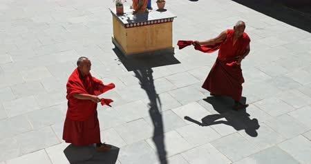 tybet : Buddhist monks dressed in red robes dance in monastery Likir, Ladakh, India