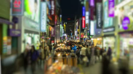 покупка товаров : Seoul City 208. Time lapse of people walking and shopping on a busy street.