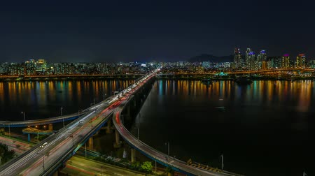 útkereszteződés : Seoul City Highway Bridge Traffic - Time lapse of bridges and the Han river in Seoul, Korea. Stock mozgókép