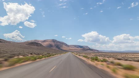 samochody : Driving time lapse in the oregon desert.