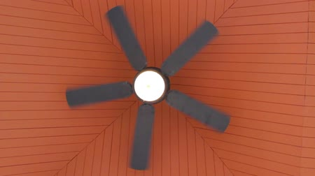 вентилятор : Rotation ceiling fan under the roof of the gazebo
