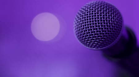 mikrofon : Close up of Microphone on Stage with lighting in purple tones