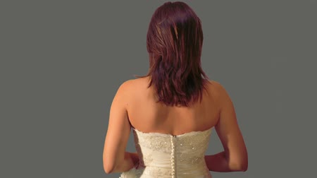 corredor : Back shot of bride as if she was walking down the aisle on her wedding gown. Gray background