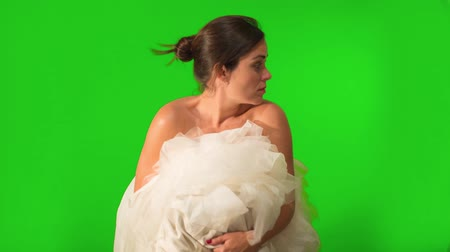 зеленый фон : Shot on Green Screen, a beautiful bride running away as she holds her wedding gown.  At the end she jumps and disappears from the shot.