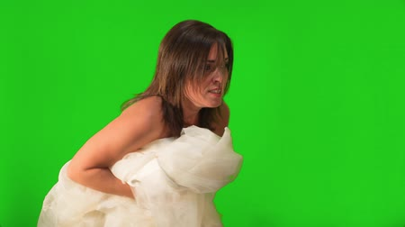 nevěsta : Shot on green screen,  a bride to be running on her wedding dress. She laters ends with expression of relief.