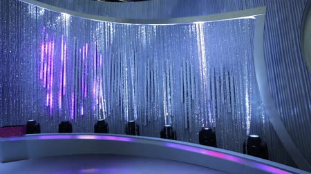 kurtyna : Tilt up from shiny beaded curtain to lights on stage