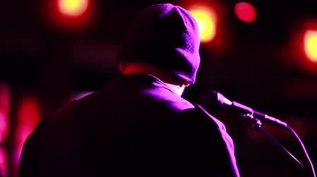 prova : Shot of unrecognizable male playing on stage with a microphone in front of him. Stock Footage