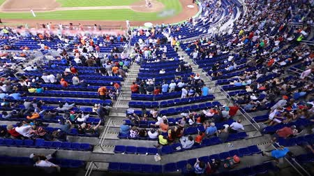 estádio : Audience sitting and walking around at Baseball Stadium during a game Stock Footage