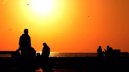 emelt : people silhouette in sunset