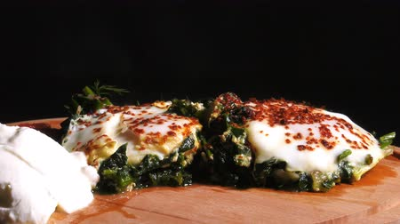 желток : Spinach with Eggs Стоковые видеозаписи